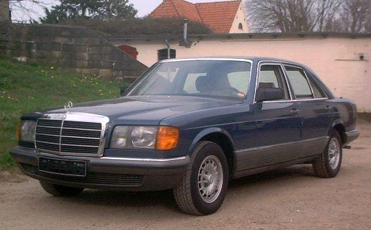 1986-1991_Mercedes-Benz_W126_01