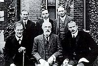 Hall Freud Jung in front of Clark 1909.jpg