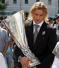 Tymoschuk with UEFA Cup.jpg