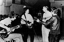 John Lennon, Paul McCartney, George Martin et George Harrison en studio