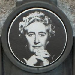 Agatha Christie plaque -Torre Abbey portret.jpg