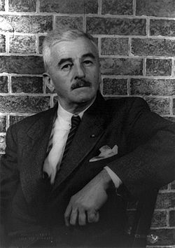 William Faulkner en 1954, photographié par Carl Van Vechten