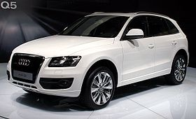 Audi Q5 front white Moscow autoshow 2008 27 08.jpg