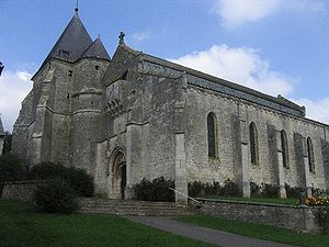 Eglise fortifiee Aouste France.jpg