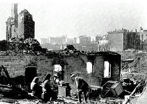 Soviet civilians in a ruined Smolensk.jpg