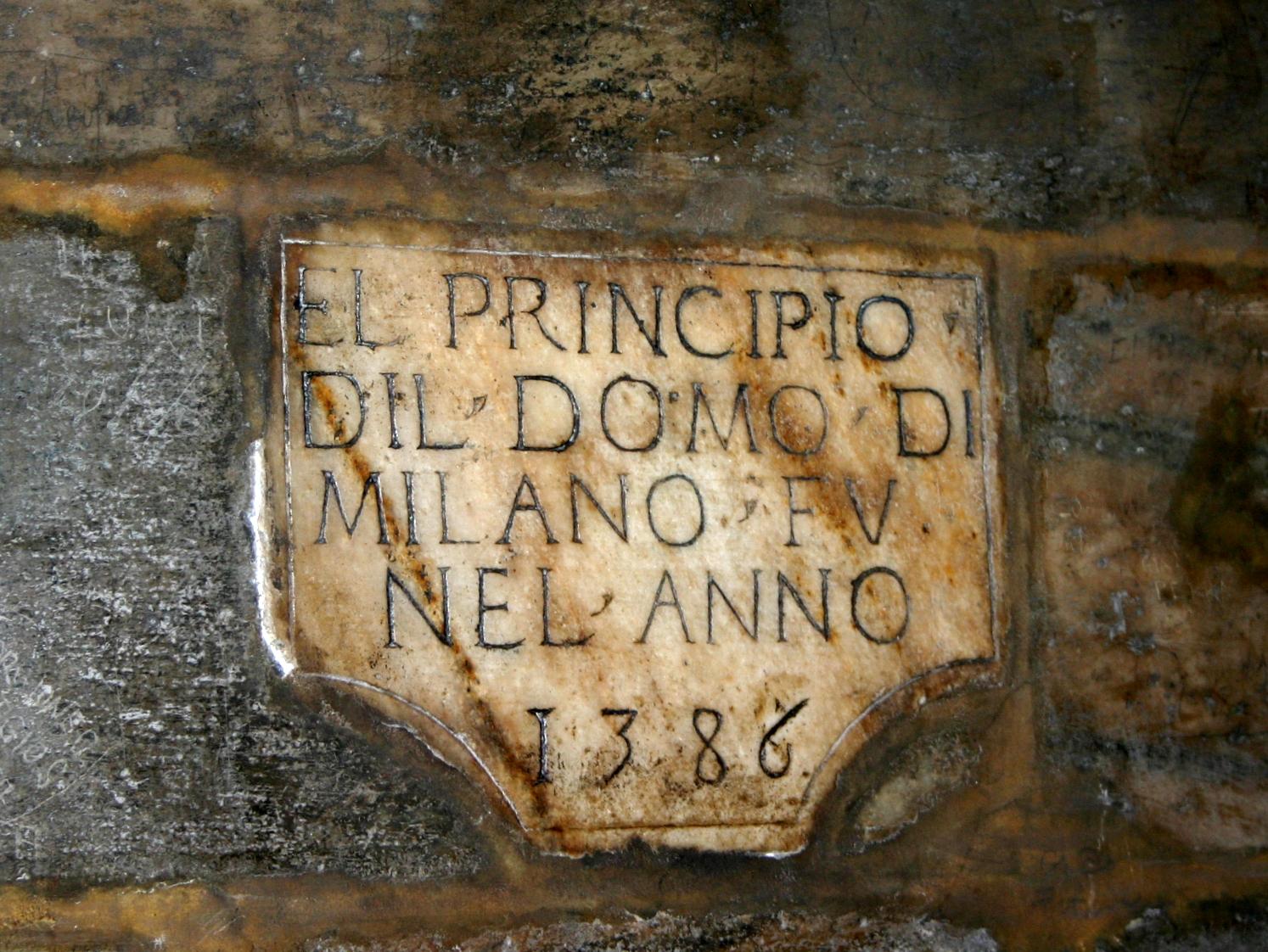 3302_-_Milano,_Duomo_-_Lapide_1386_-_Fot