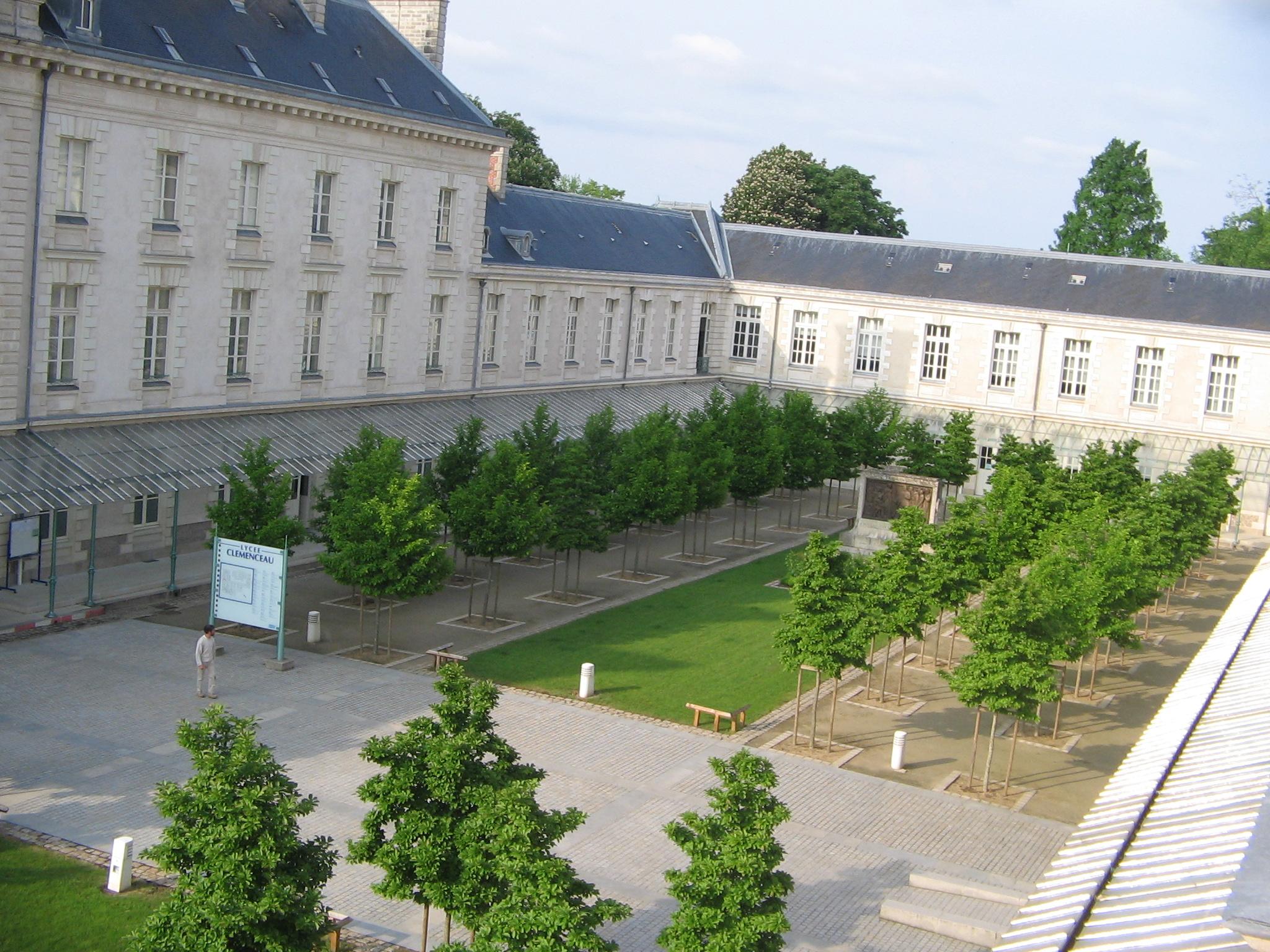 Corbiere Est Il Adjoint A La Ville De Paris
