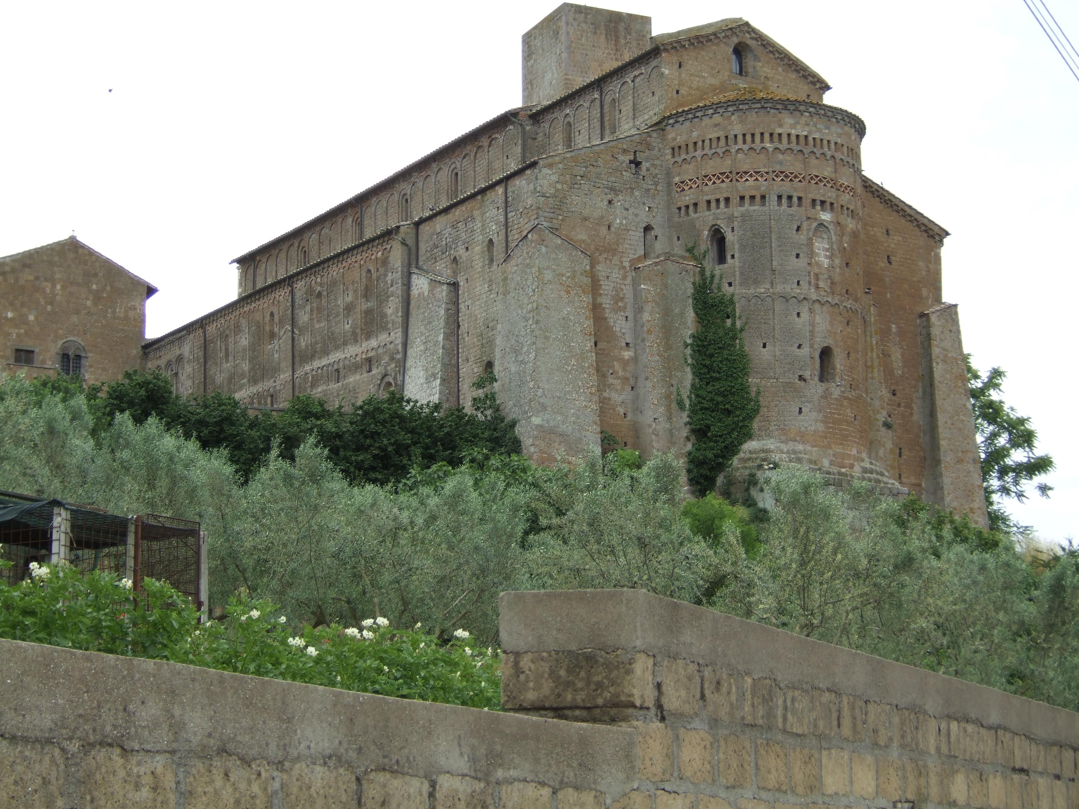 Tuscania for Exterieur basilique saint pierre