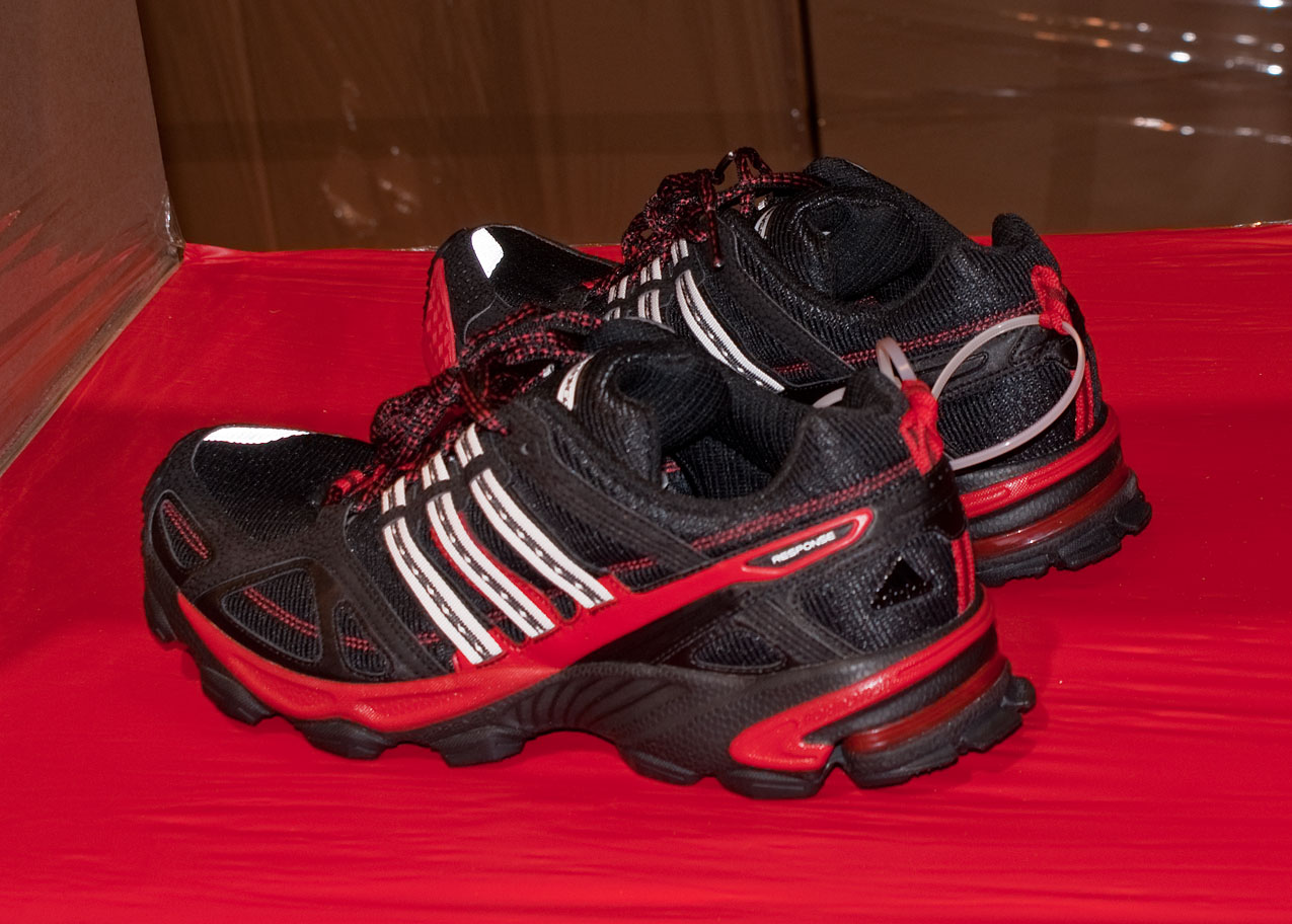Une paire de Adidas Response Trail 16