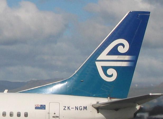 Le koru d'Air New Zealand sur l'empennage de l'un de leurs avions
