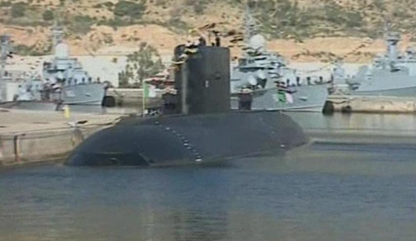 Forces sous-marines - Page 4 Algerianh_Kilo_submarine_012_Hadij_Slimane