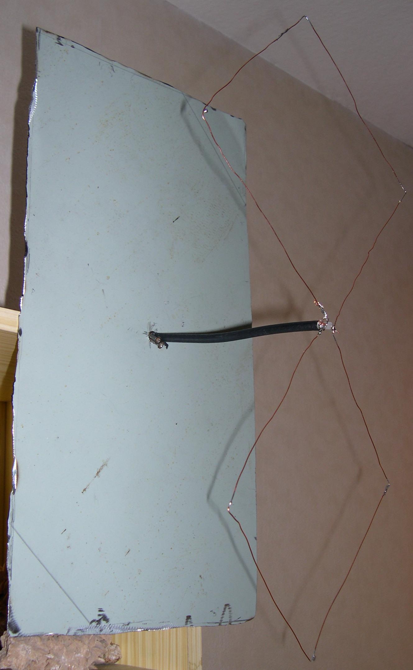 Antenne uhf pour la television terrestre for Fabriquer antenne tnt interieur