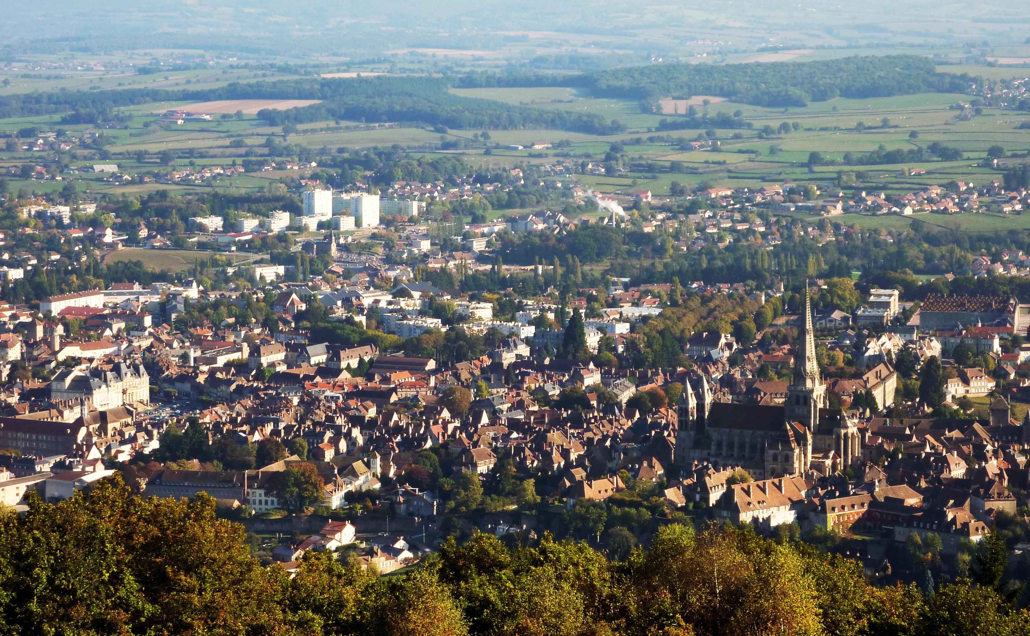 Autun France  city pictures gallery : Vue générale d'Autun et de sa cathédrale