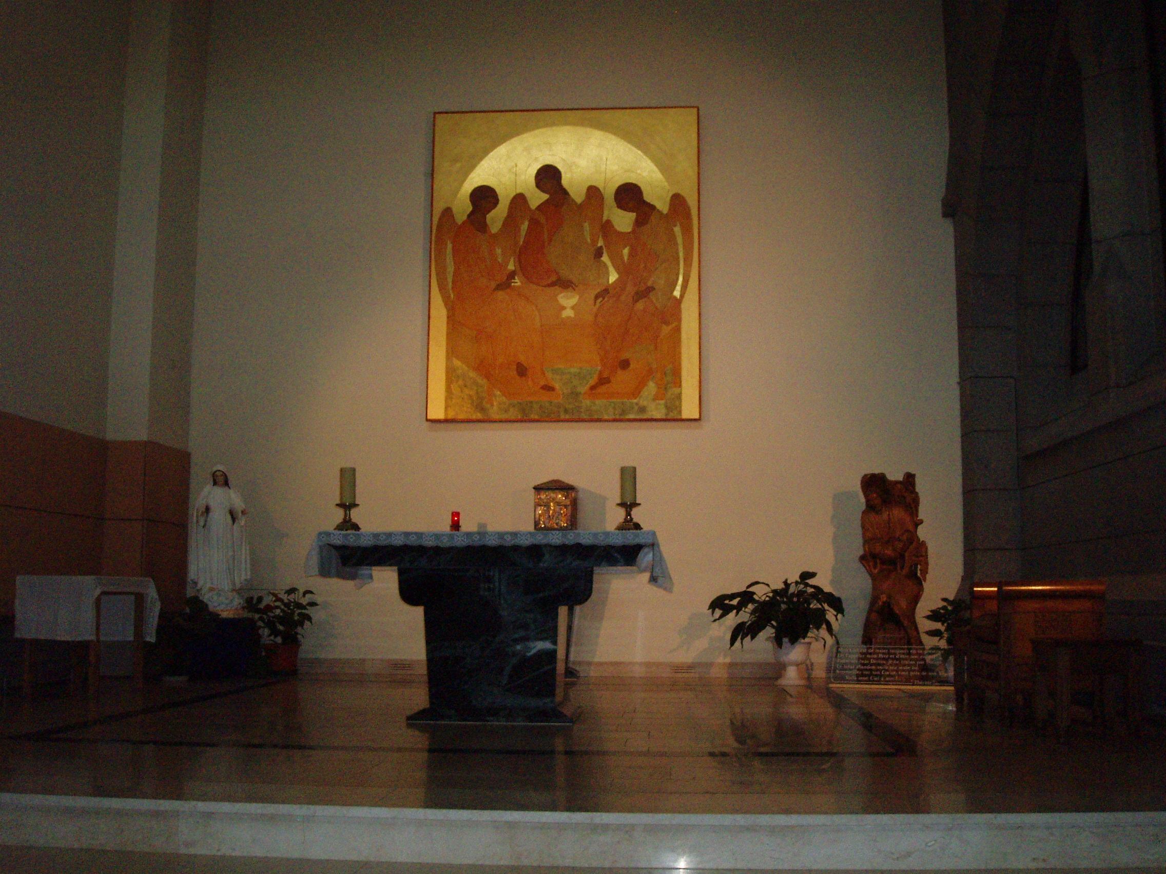 http://fr.academic.ru/pictures/frwiki/66/Basilique_de_Lisieux_chapelle_d%27adoration.jpg