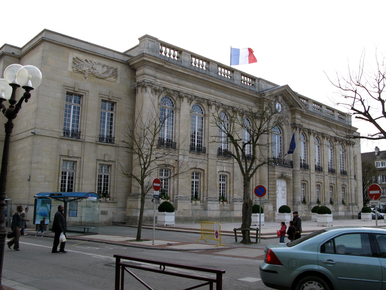 Beauvais - Garage de la piscine beauvais ...
