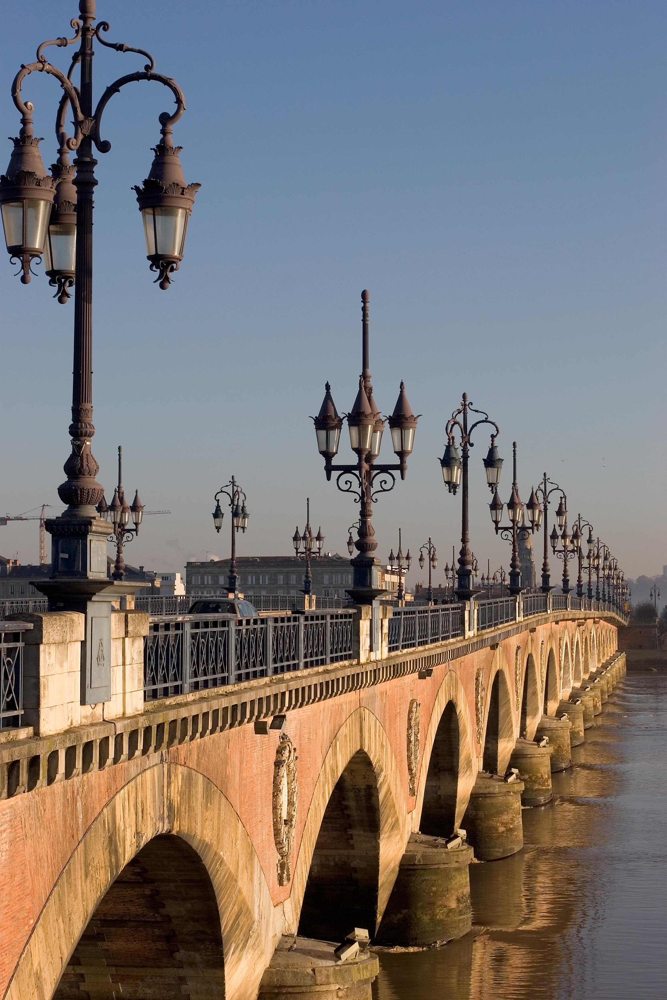Pont de pierre bordeaux - Les ponts de bordeaux ...