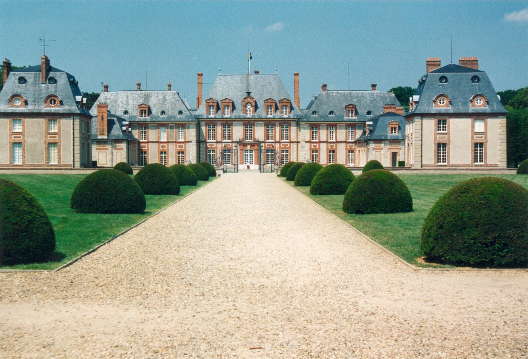 Breteuil_chateau_cote_cour dans A l'ABORDAGE