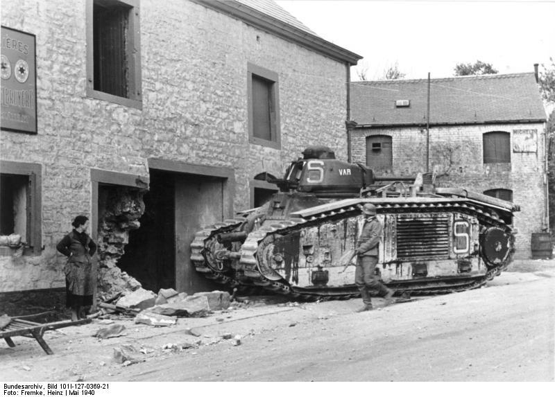 Char 14-18 Bundesarchiv_Bild_101I-127-0369-21,_Im_Westen,_zerst%C3%B6rter_franz%C3%B6sischer_Panzer_Char_B1