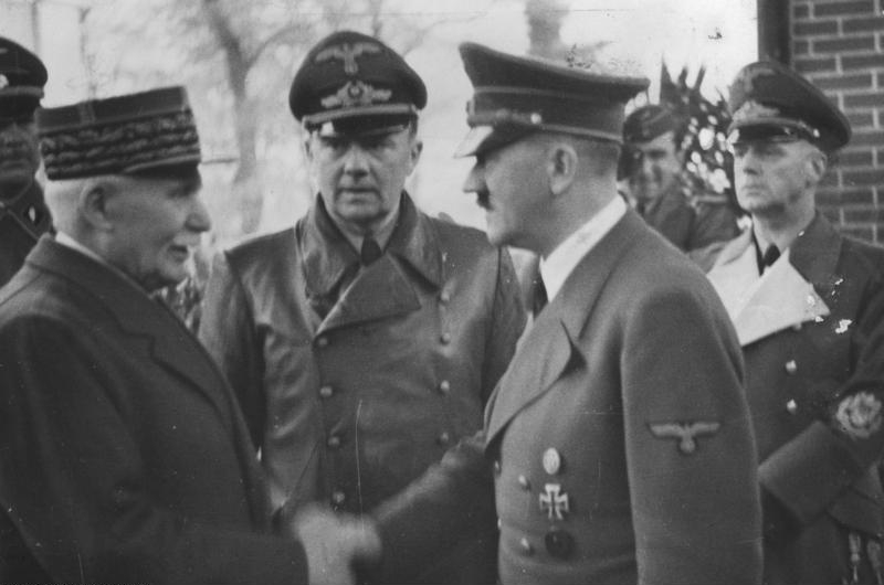 http://fr.academic.ru/pictures/frwiki/66/Bundesarchiv_Bild_183-H25217,_Henry_Philippe_Petain_und_Adolf_Hitler.jpg