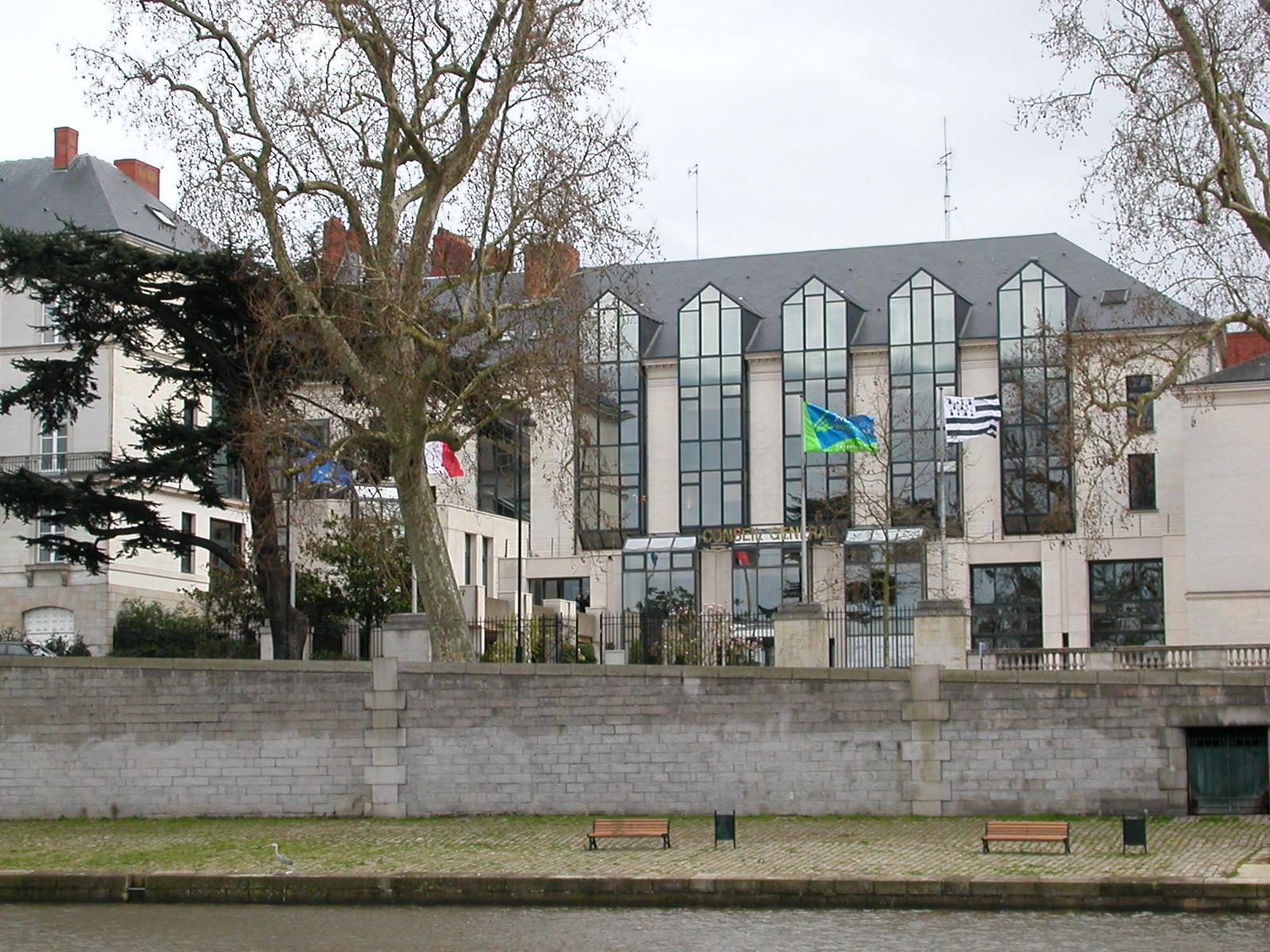 Gwenn ha Du devant le Conseil General de Loire-Atlantique