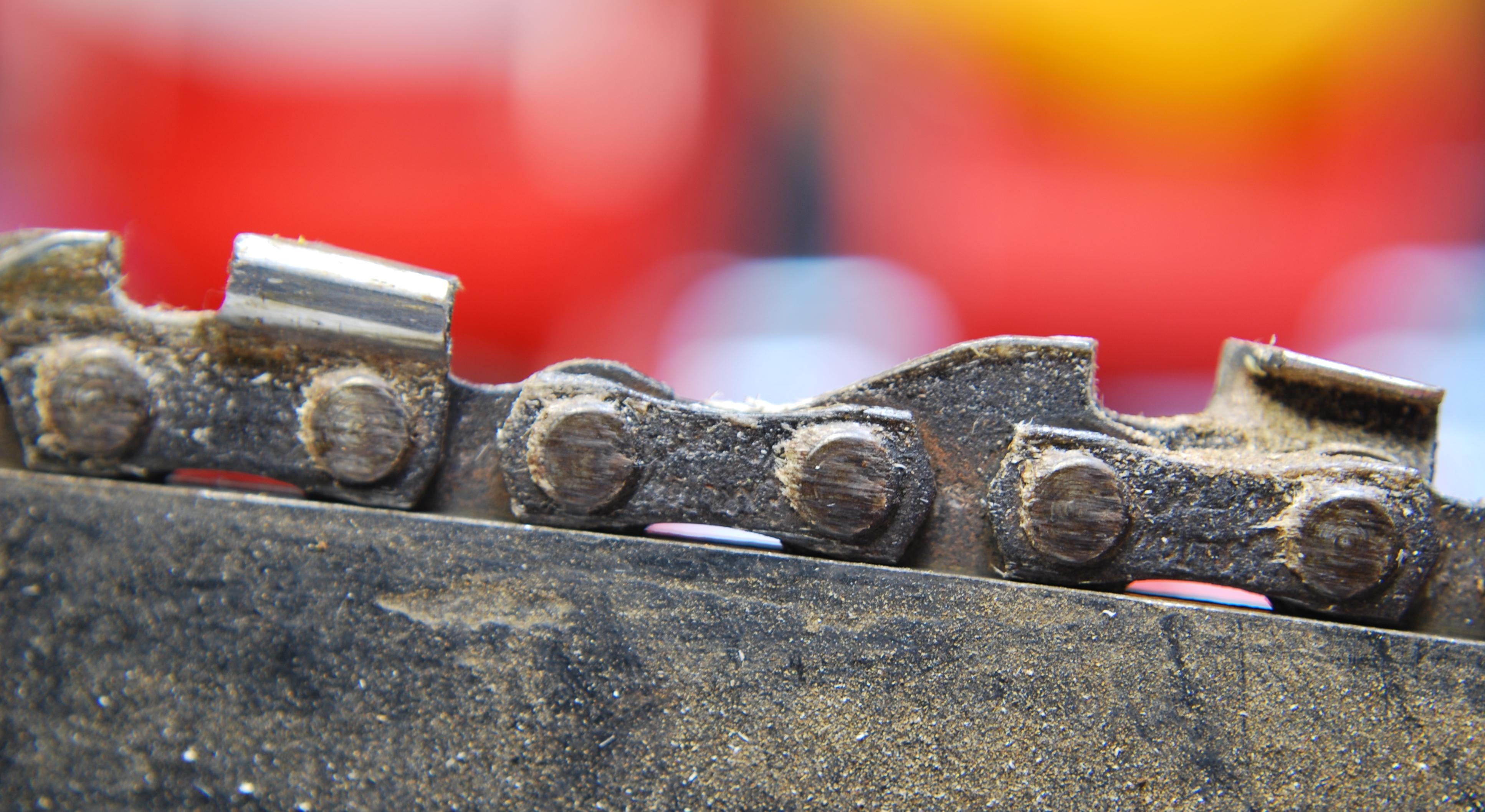 Tronconneuse - Comment aiguiser une chaine de tronconneuse ...