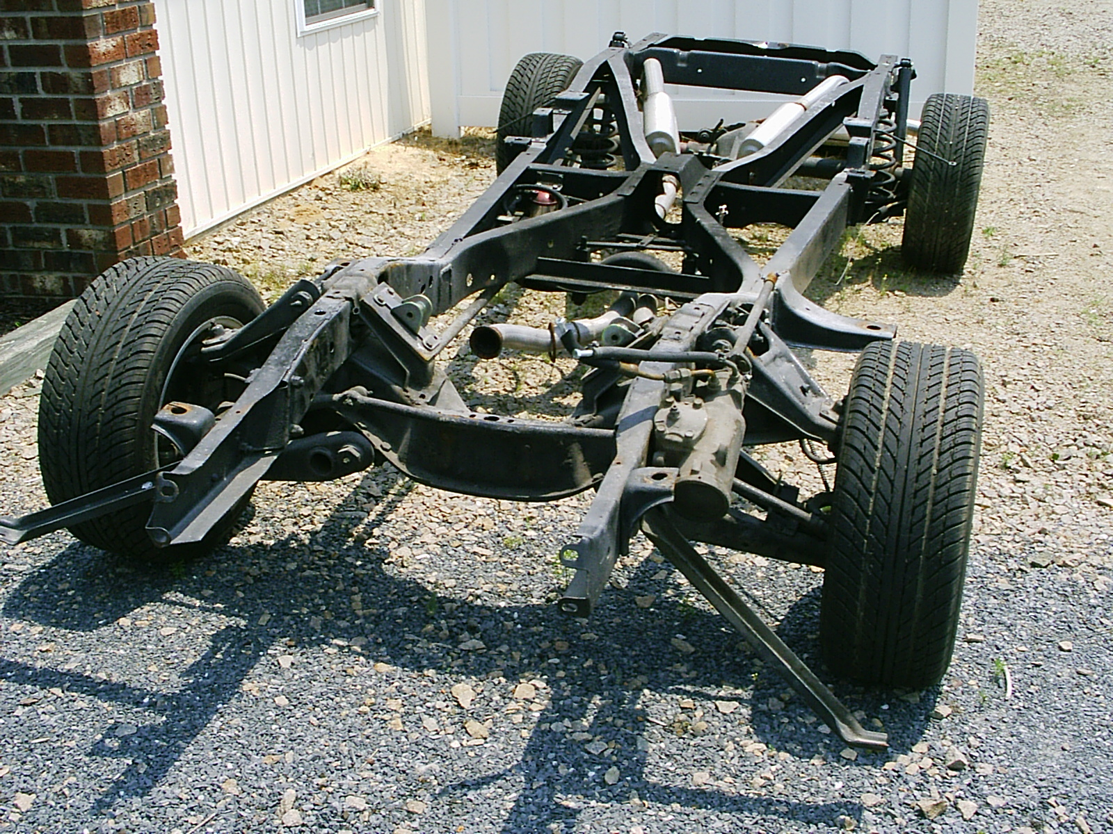 http://fr.academic.ru/pictures/frwiki/67/Chassis_with_suspension_and_exhaust_system.jpg