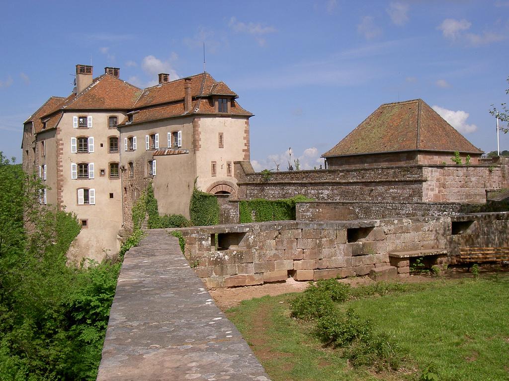 La Petite-Pierre France  city images : ... la petite pierre lutzelstein se situe dans la commune française de la