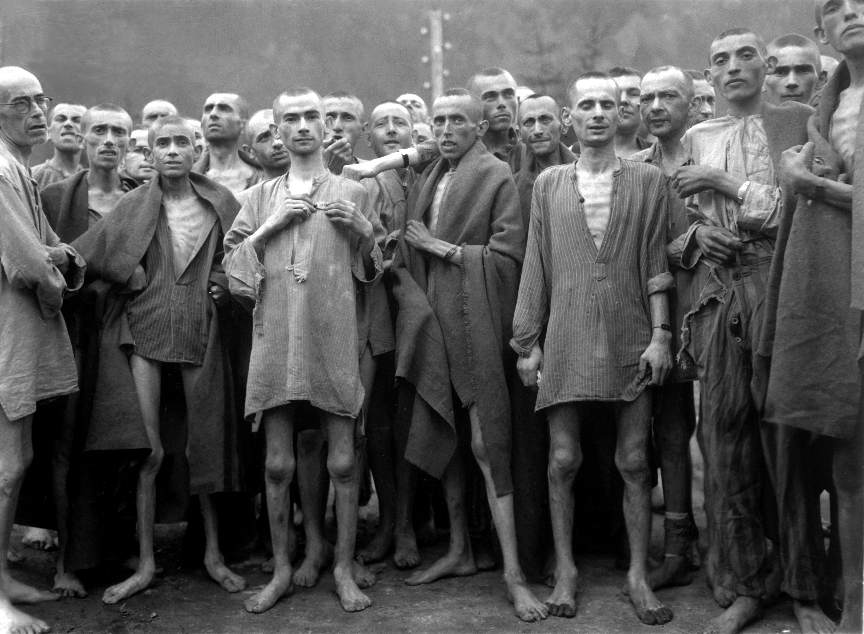 http://fr.academic.ru/pictures/frwiki/69/Ebensee_concentration_camp_prisoners_1945.jpg