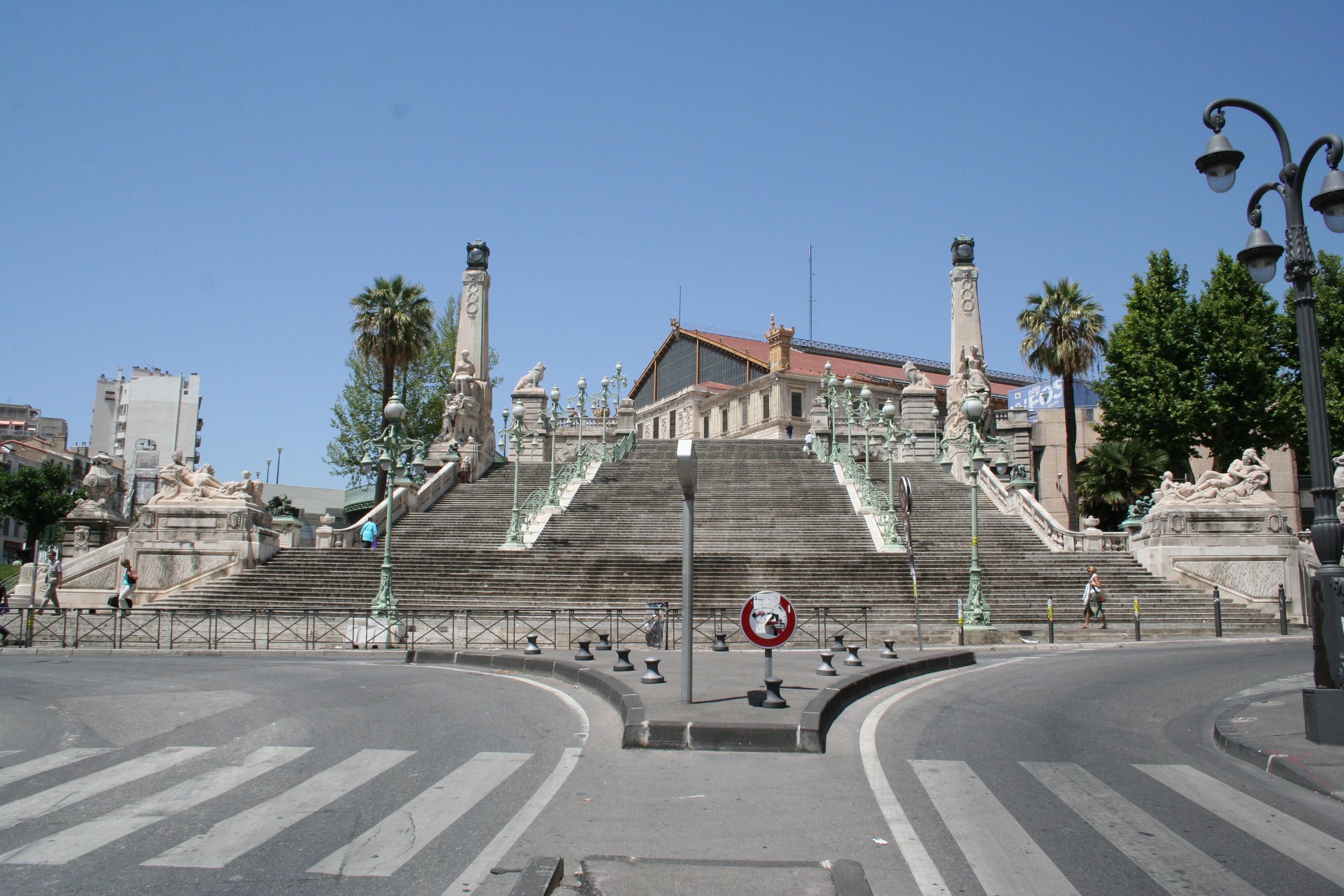 Escalier monumental de la gare marseille saint charles for Escalier helicoidale marseille