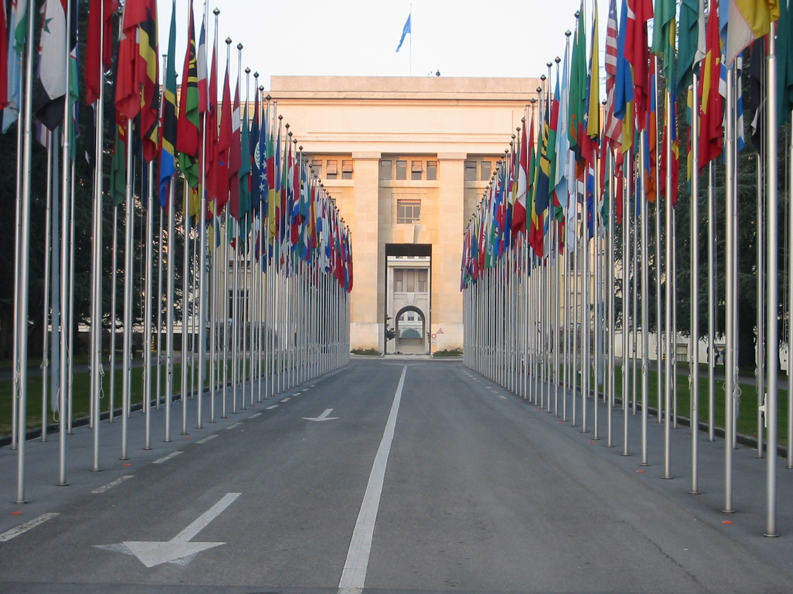 http://fr.academic.ru/pictures/frwiki/70/Flags_onu_geneva2.jpg