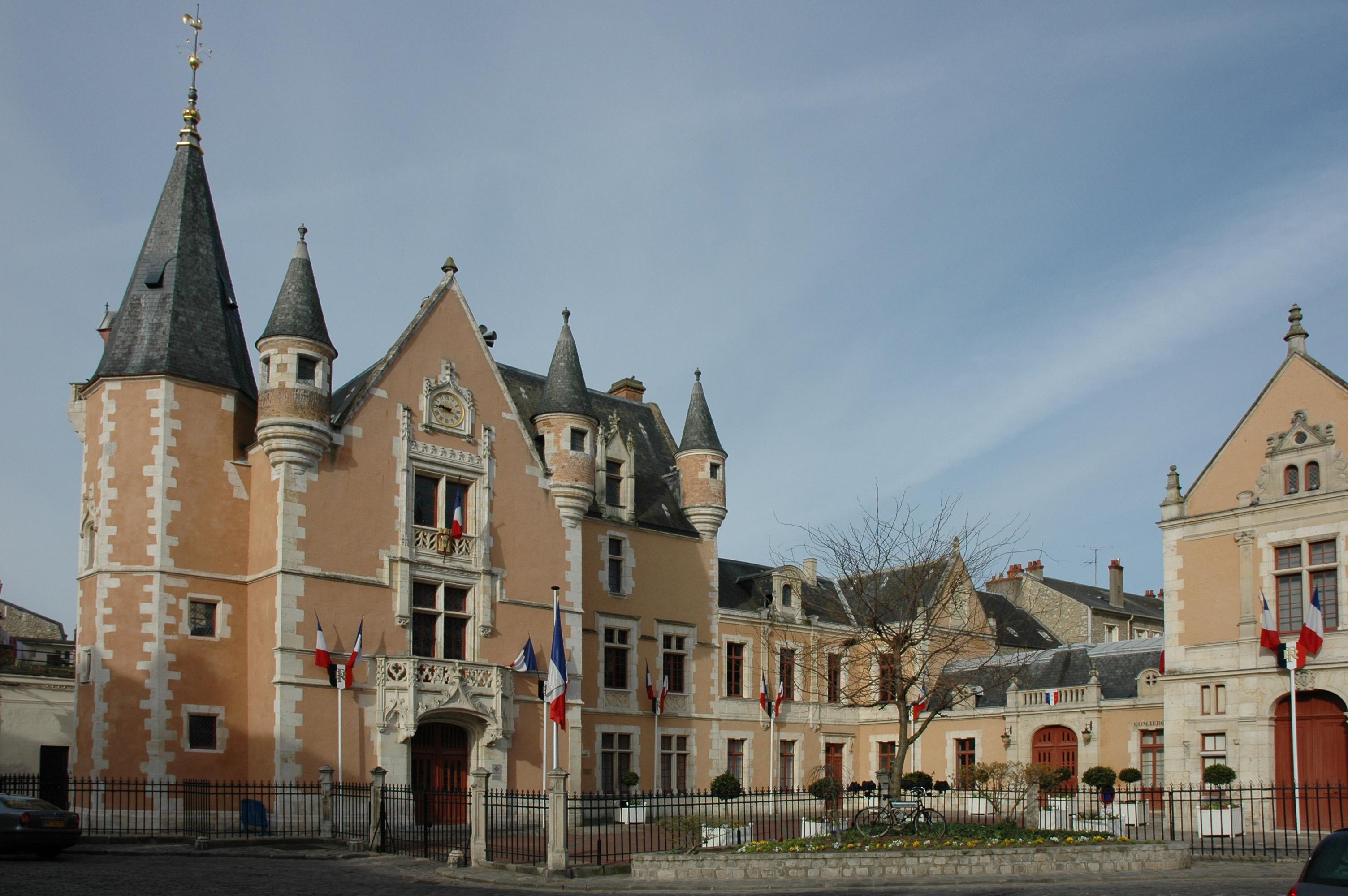 Par ordre alphabétique, des villes et des villages . - Page 21 France_Essonne_Etampes_Hotel_de_Ville_02