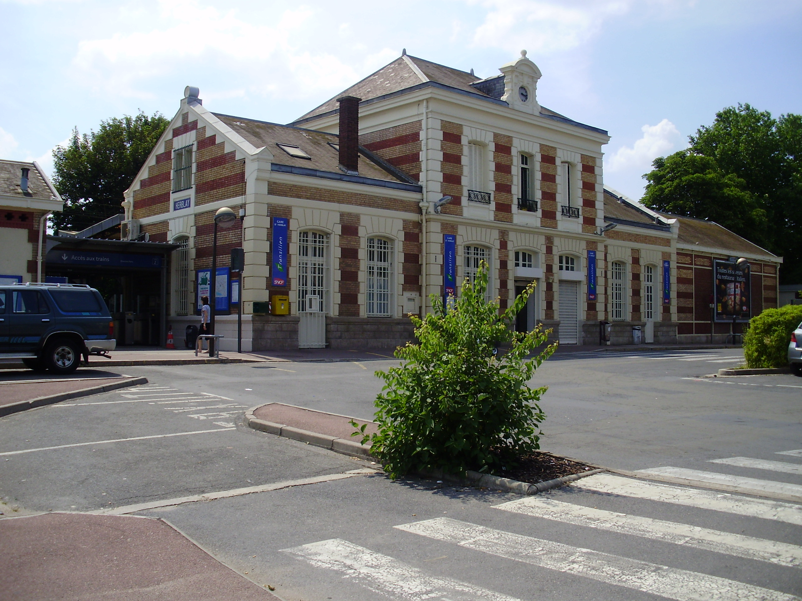 Gare d 39 herblay for Piscine herblay