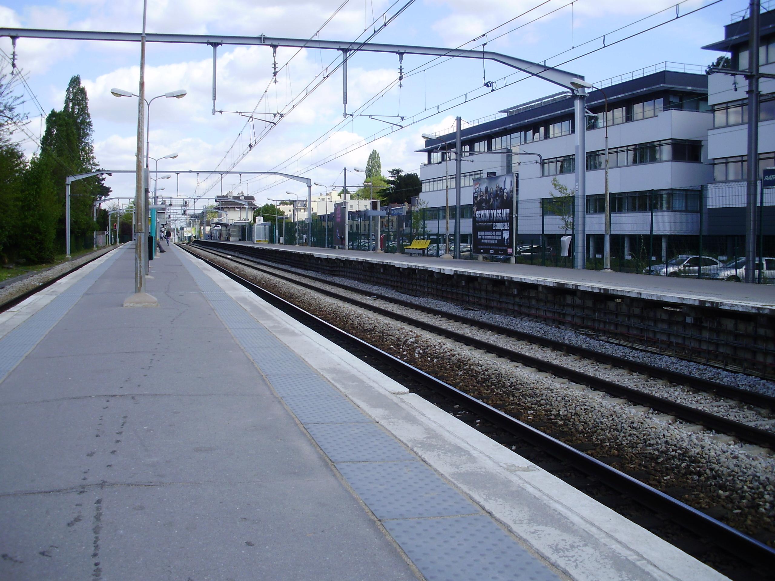 Gare d 39 orsay for Piscine orsay