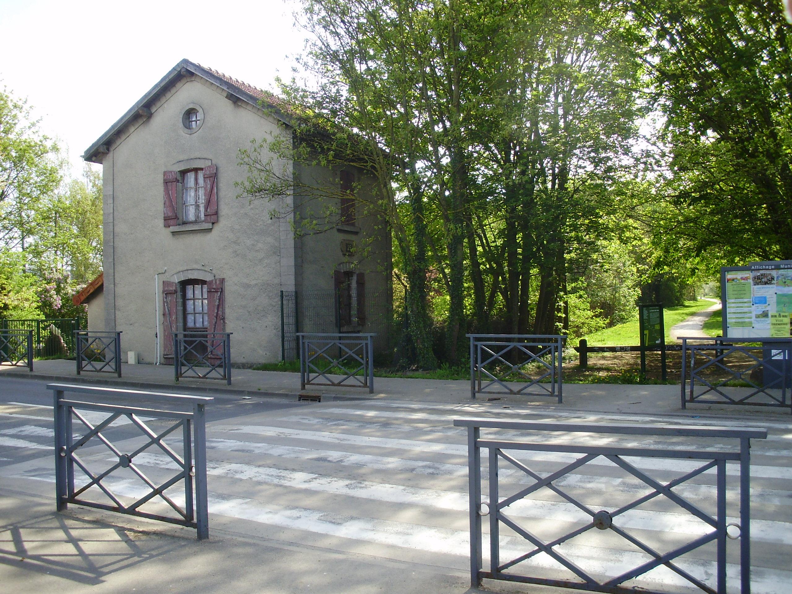 Gare de brie comte robert for Ancienne maison des gardes