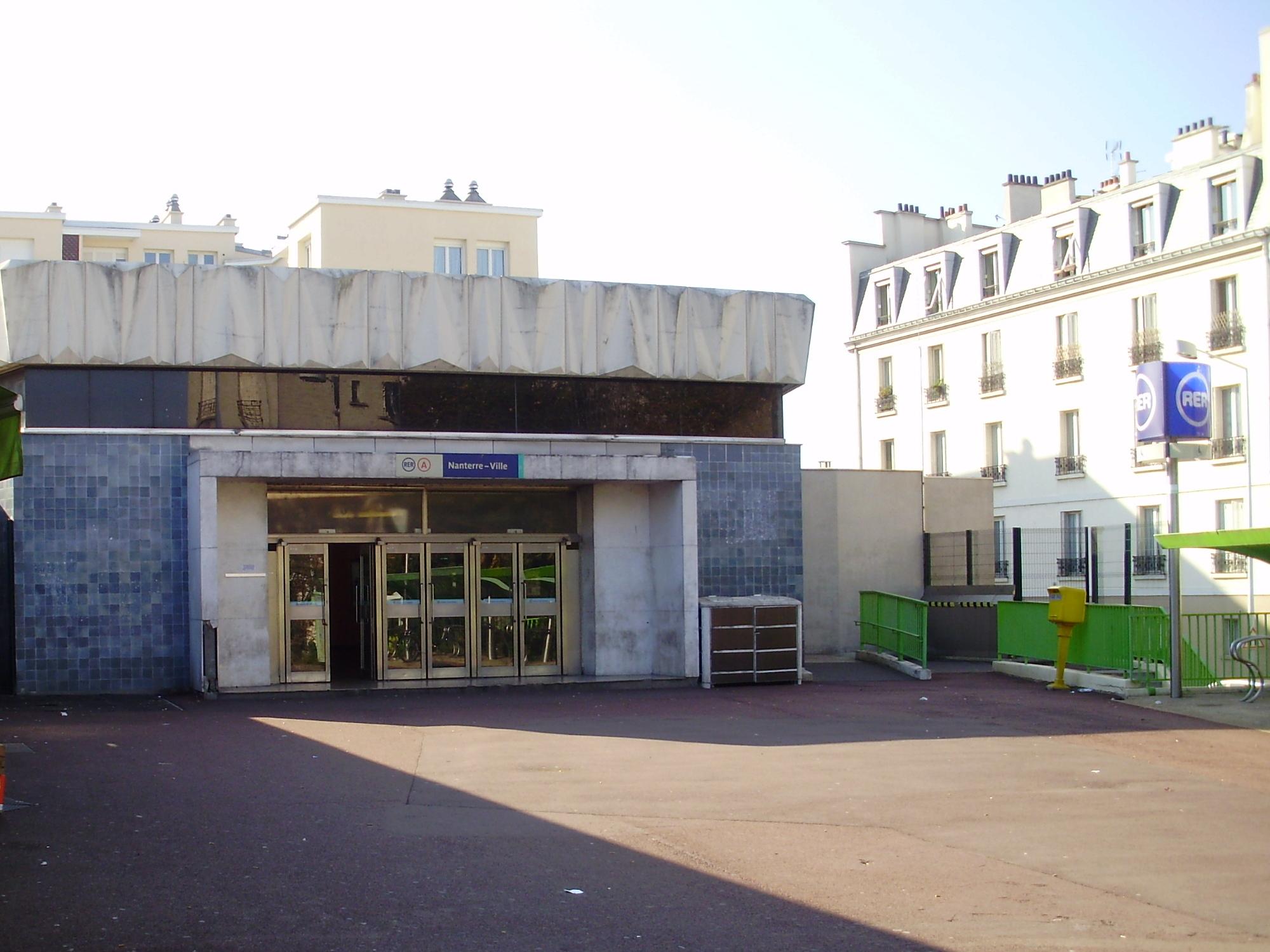 Gare de nanterre ville for Piscine nanterre