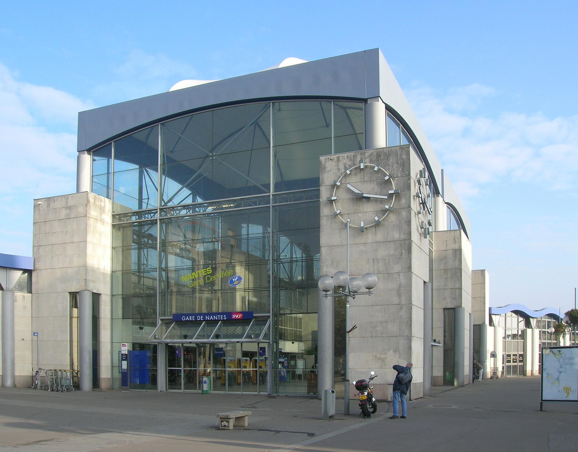 http://fr.academic.ru/pictures/frwiki/71/Gare_de_Nantes_sud.JPG