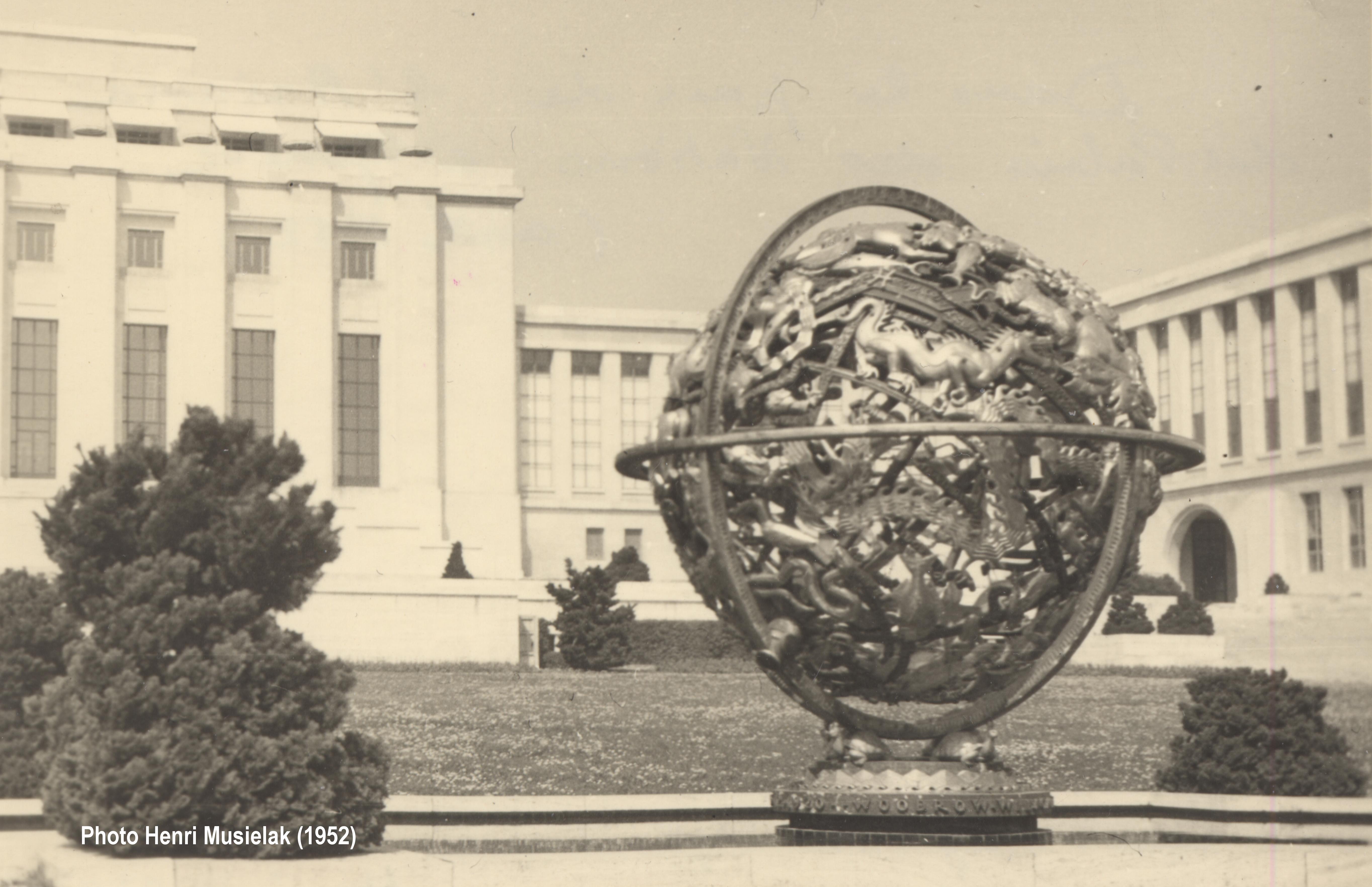 046594ed932 File Sphère armillaire. Astrolabe planisphérique Wikipédia. Astrolabe  planisphérique. Palais des Nations