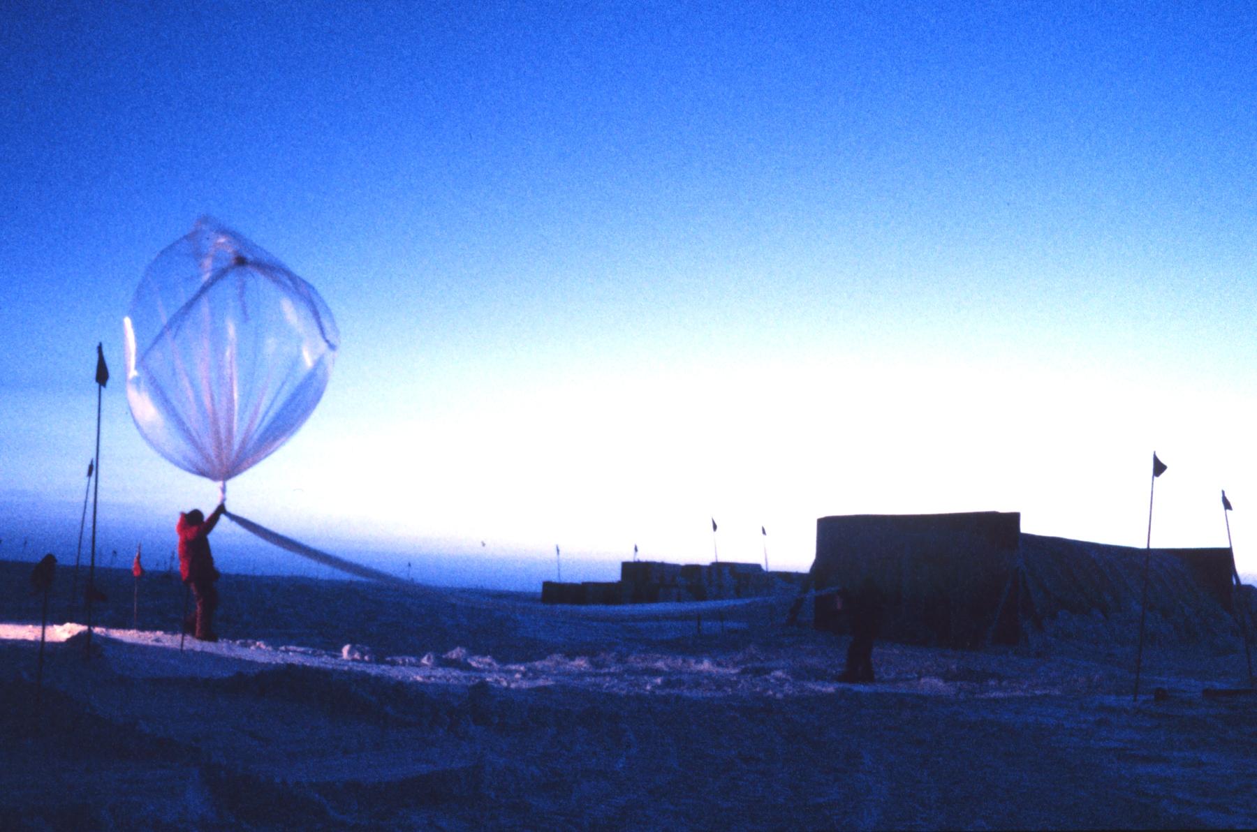 Couche d 39 ozone - Distance entre la terre et la couche d ozone ...
