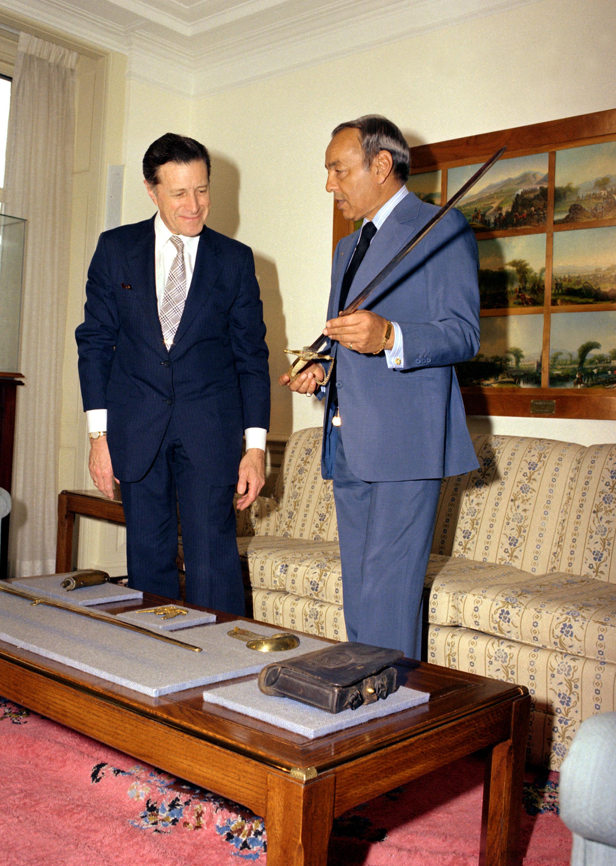 Hassan II et le secrétaire américain à la defense Caspar W