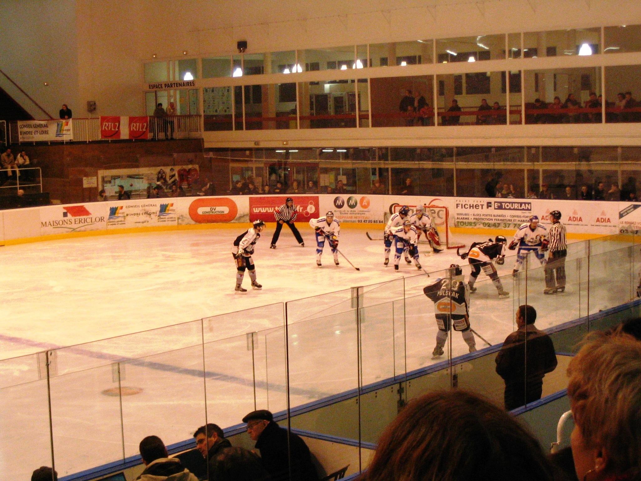 Liste de patinoires de hockey en france - Piscine charras courbevoie ...