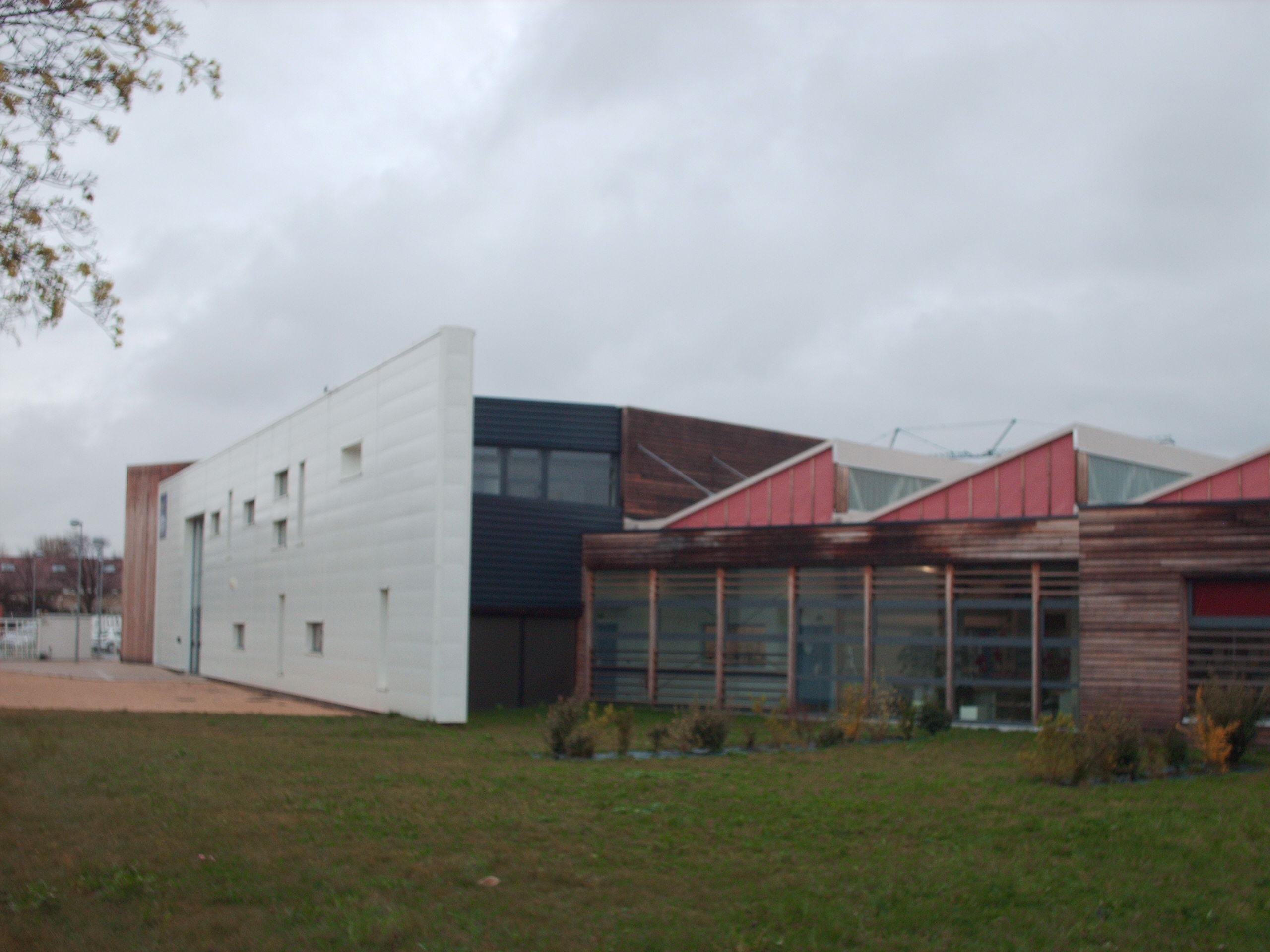 institut supà rieur technologique montplaisir #0: istm valence ateliers facade nord