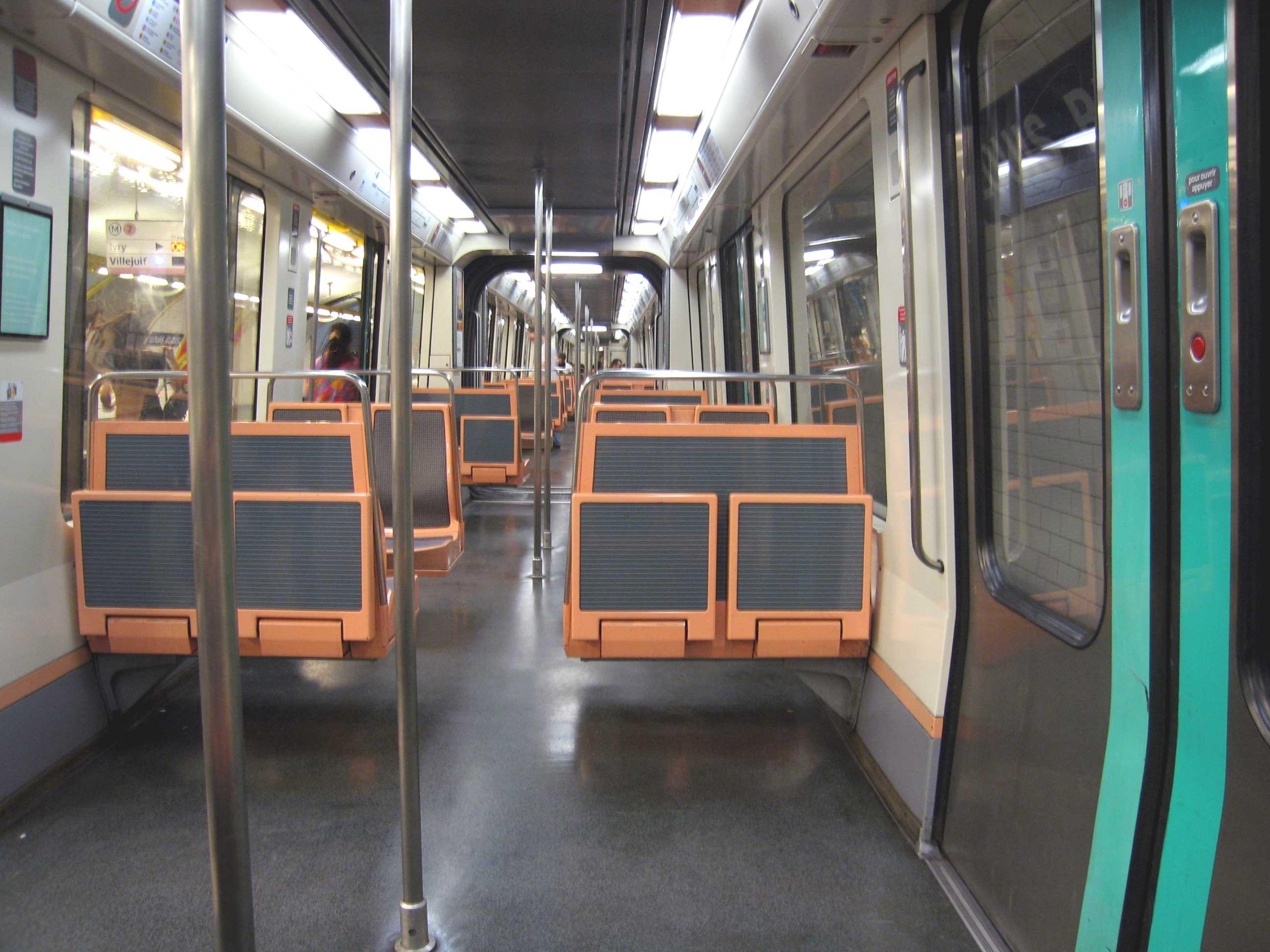 Mat riel roulant du m tro de paris for Metro interieur