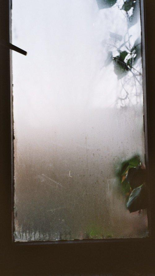 condensation. Black Bedroom Furniture Sets. Home Design Ideas