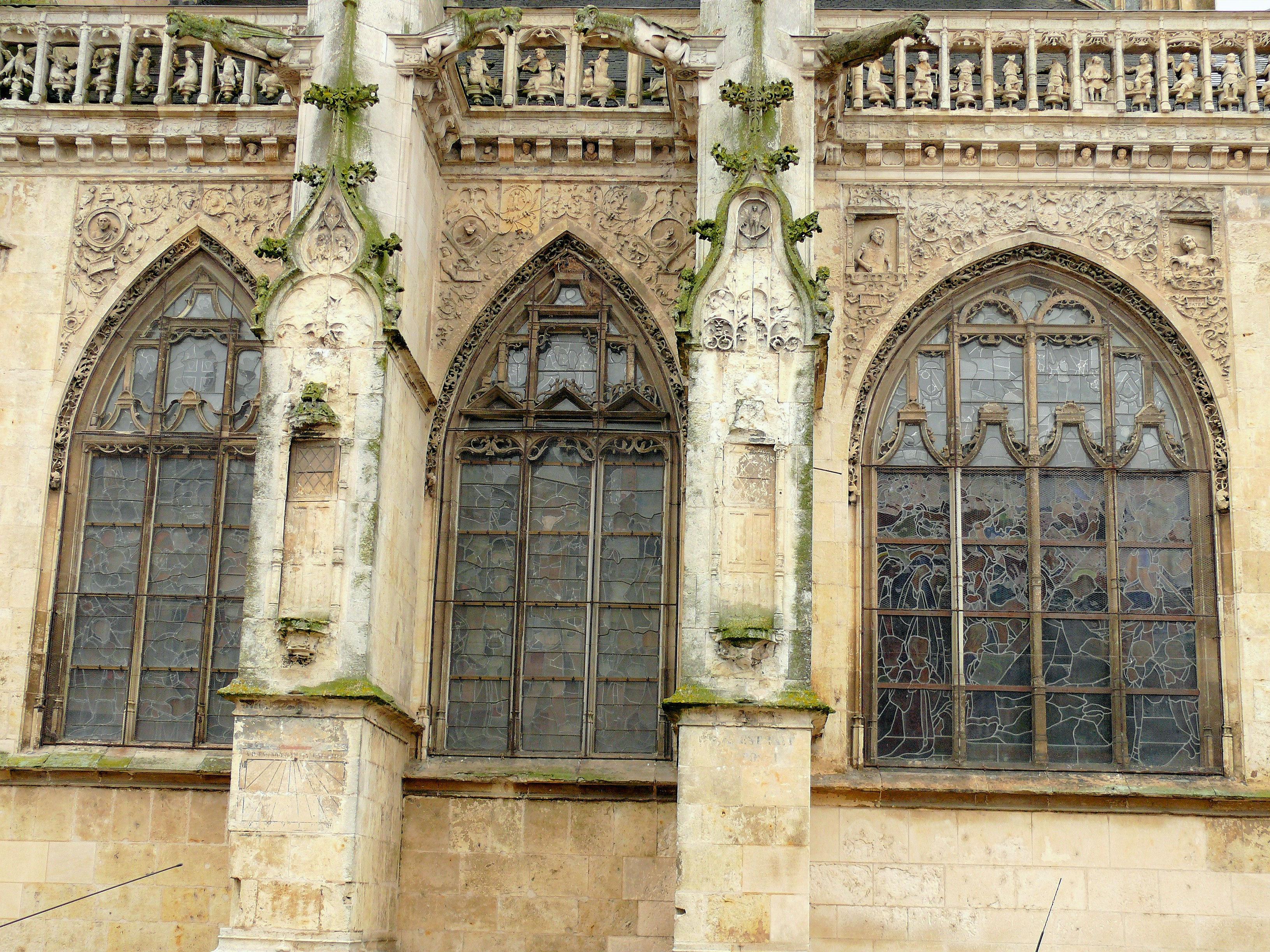 Glise notre dame des marais de la fert bernard for Decoration du facade orleans