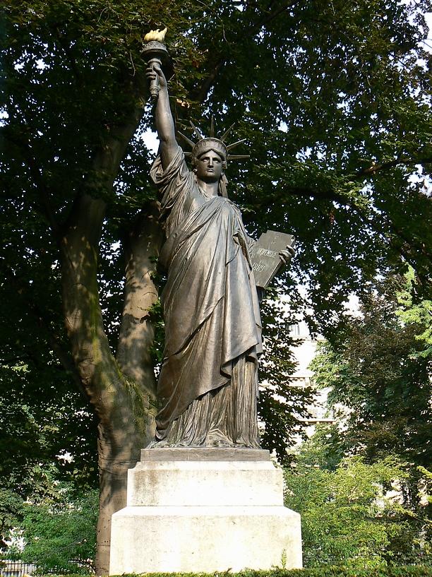 Liberty enlightening the world - Jardin du luxembourg statue de la liberte ...