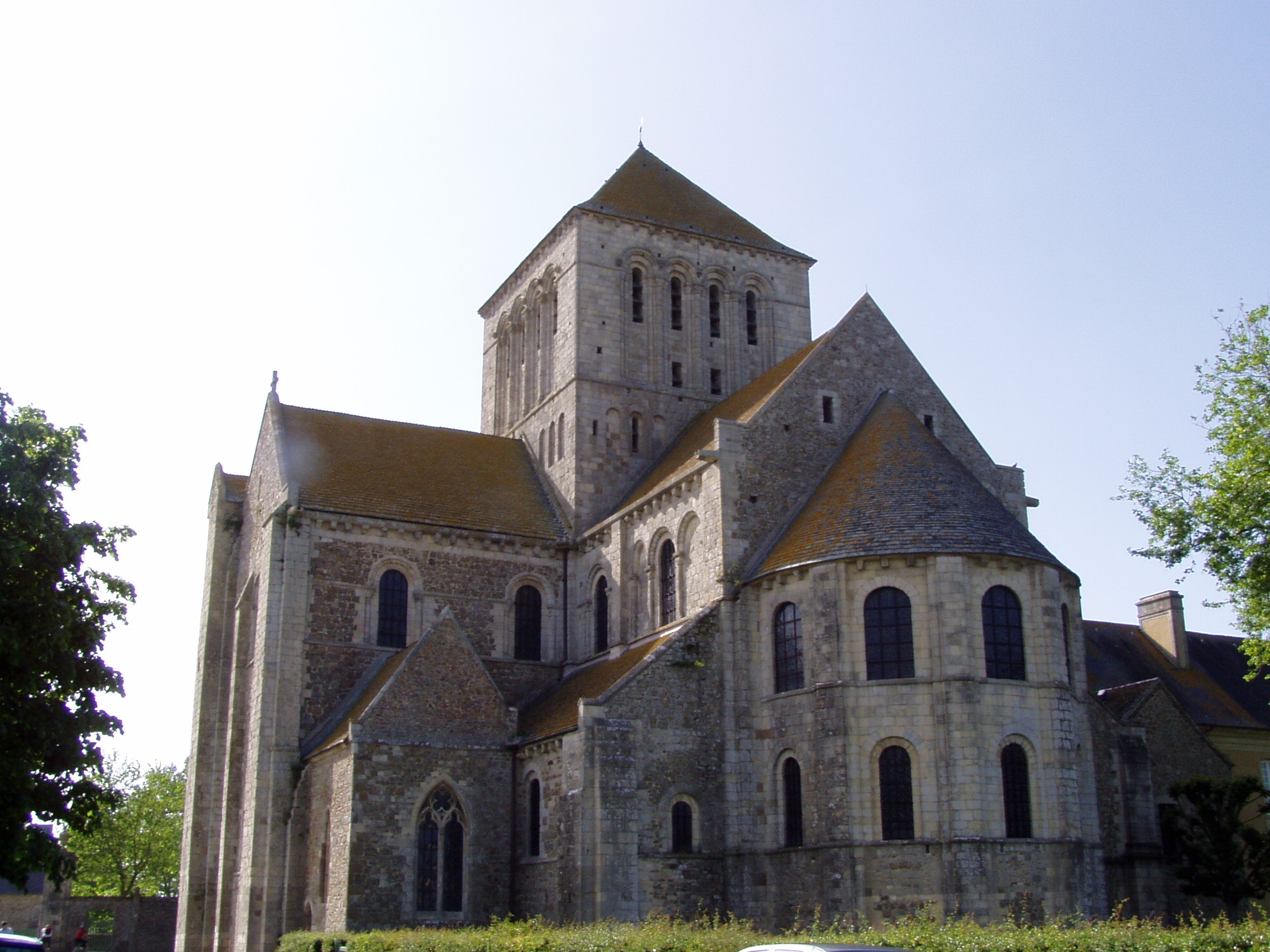abbatiale de lessay Abbaye sainte trinité de lessay the abbey of lessay was founded in 1056 and had its apogee in the 12th and 13th centuries the abbey is a romanesque building which was partially destroyed during world war 2 and identically restored afterwards.