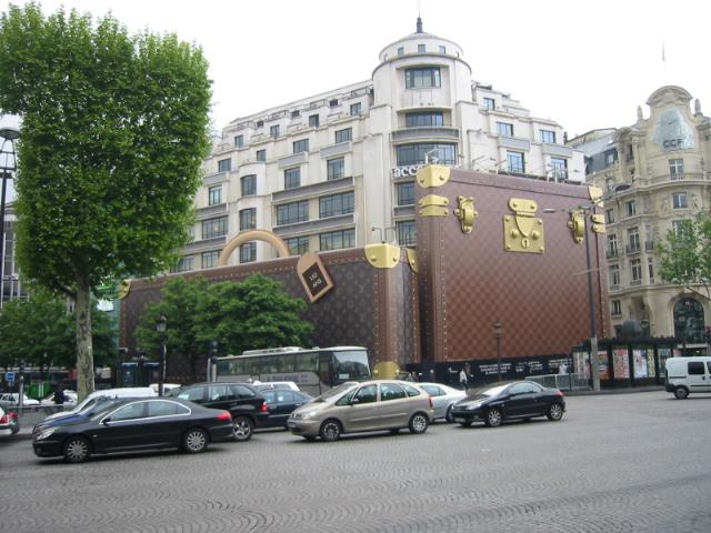 Boutique Louis Vuitton - Champs-Élysées - Paris.