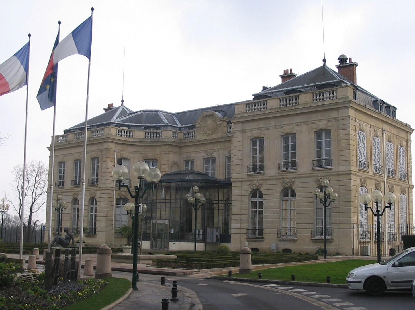 http://fr.academic.ru/pictures/frwiki/77/Mairie_de_%C3%89pinay-sur-Seine.jpg