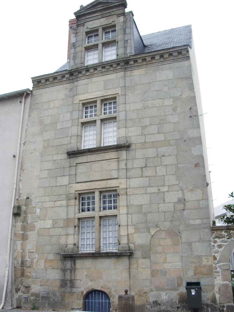La roche sur yon - Maison de la renaissance ...