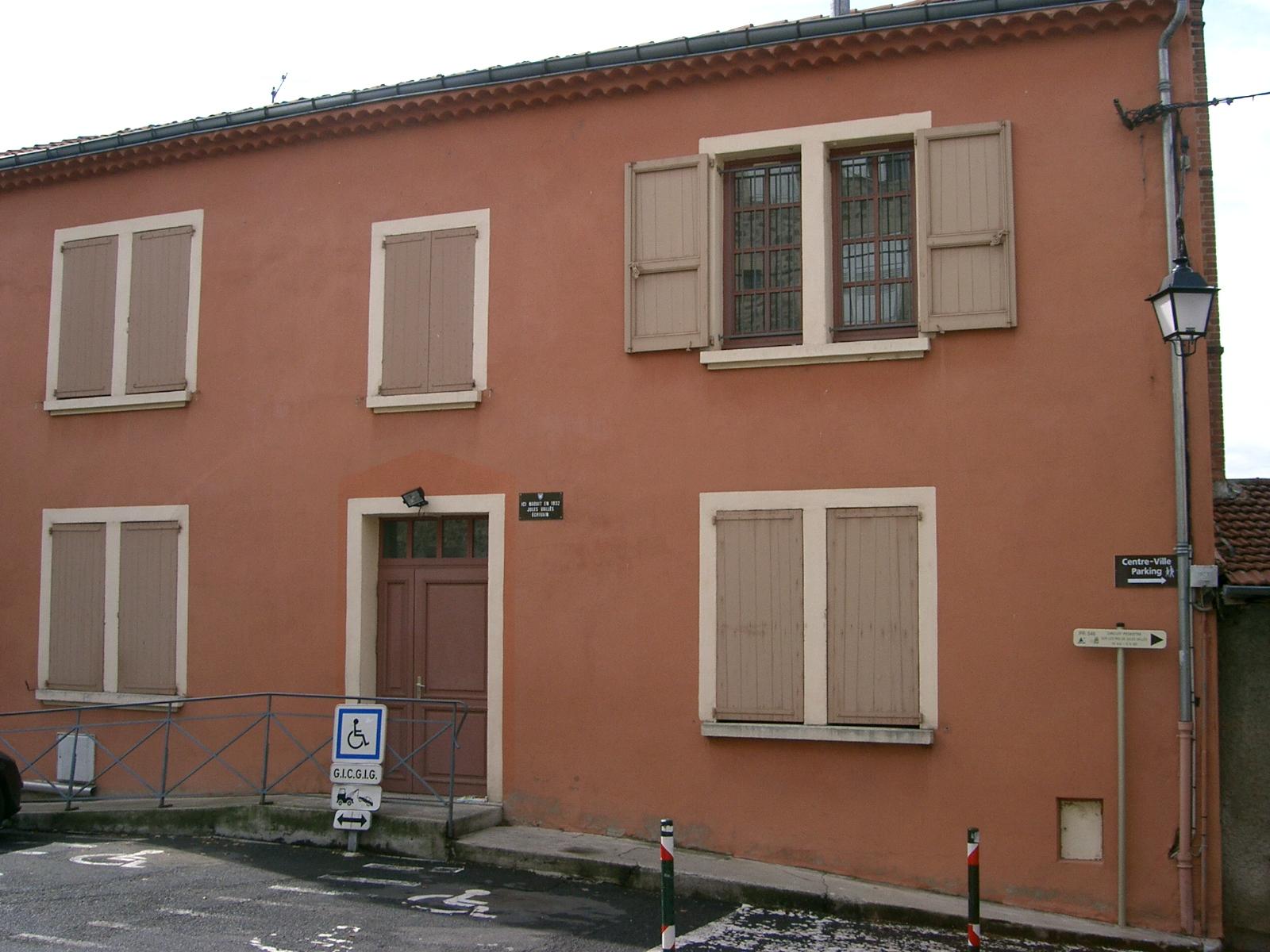 http://fr.academic.ru/pictures/frwiki/77/Maison_natale_de_Jules_Vall%C3%A8s_-_Le_Puy_en_Velay.JPG